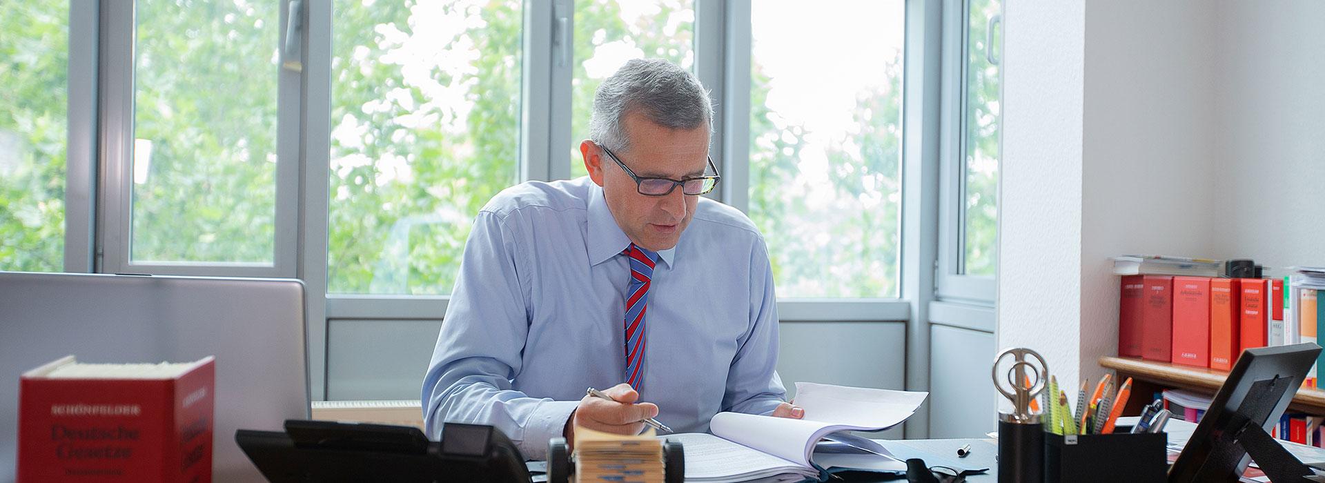 Rechtsanwalt für Arbeitsrecht Krefeld Joachim Hartmann